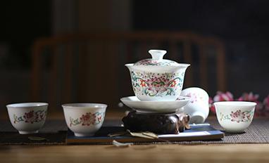 粉彩并蒂莲盖杯茶器
